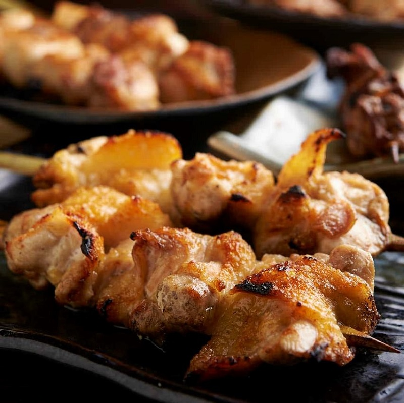 焼き鳥をはじめ人気の鶏料理が食べ放題で楽しめる蕨の居酒屋「とりいちず」